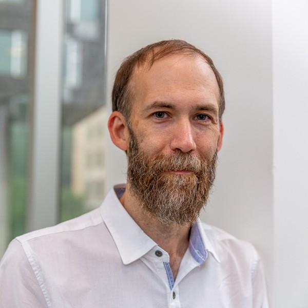 A portrait of Geoff Kaufman.